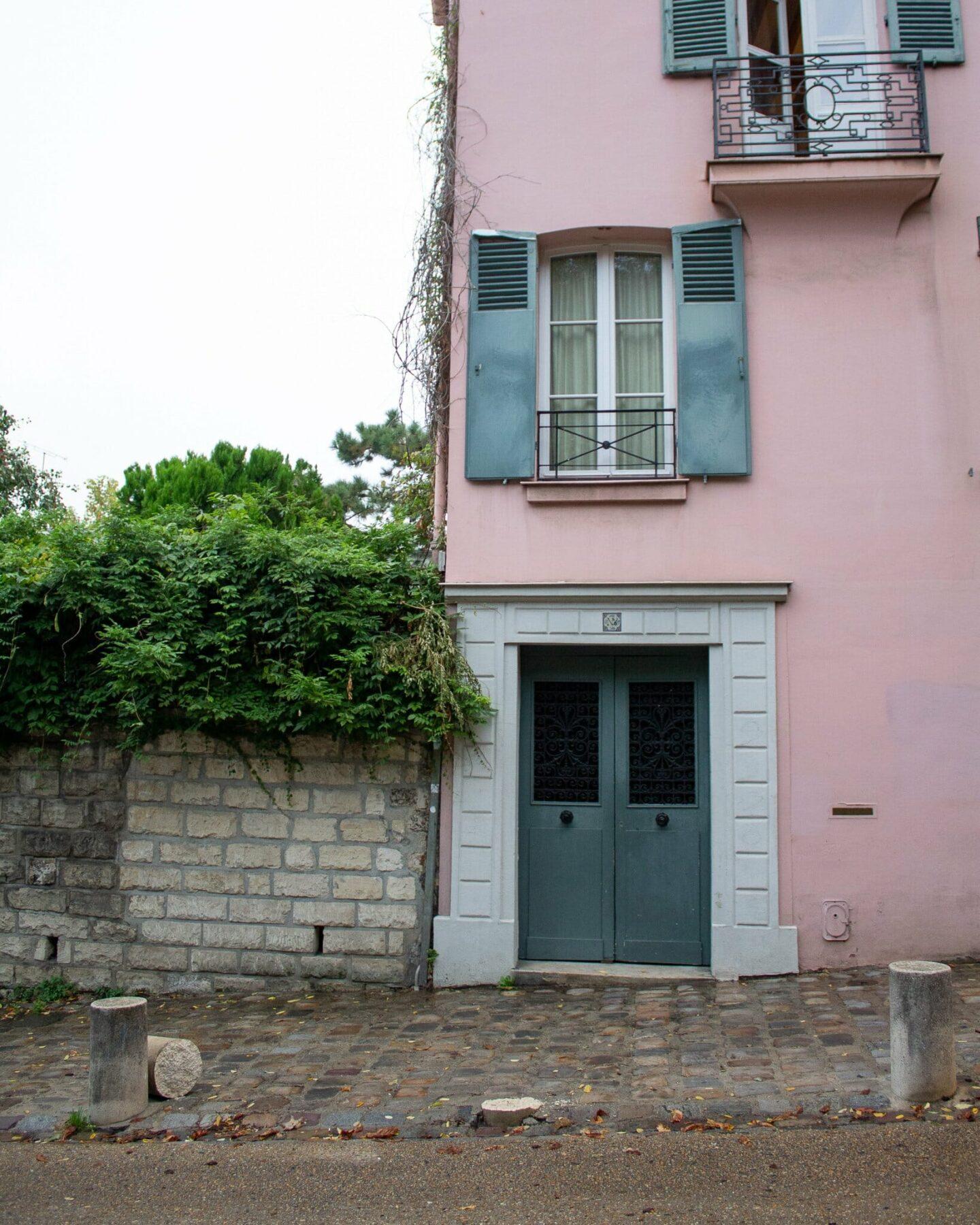 Pink houses in Montmartre