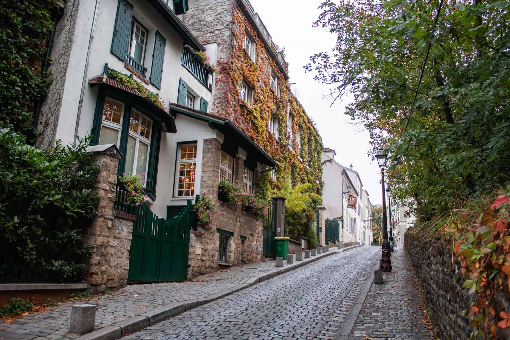 A day in Montmartre - Rue Cortot