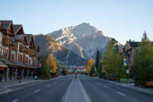 Best Photo Spots in Banff - Banff Avenue
